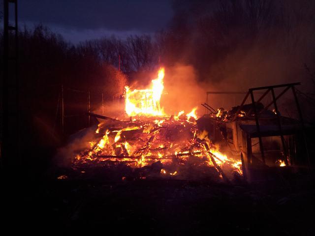 Extinguido el incendio de dos casas prefabricadas en Huete