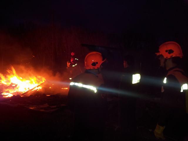 Un total de 10 efectivos de protección civil de Huete controlaron el incendio hasta la llegada de los bomberos de Tarancón